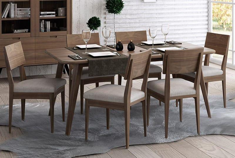 Mesa de comedor para invitados